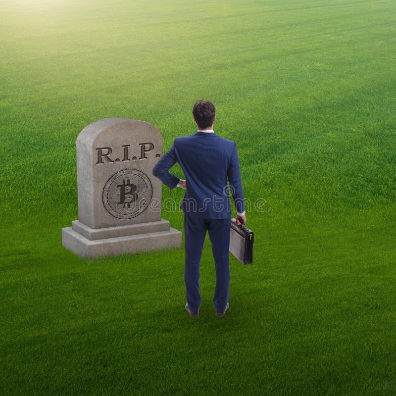 Biznesmen opłakuje śmierć bitcoin i upadek obrazy royalty free