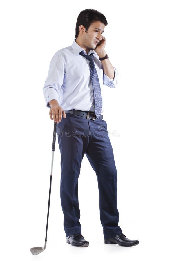 Biznesmen opowiada na telefonie komórkowym zdjęcie royalty free