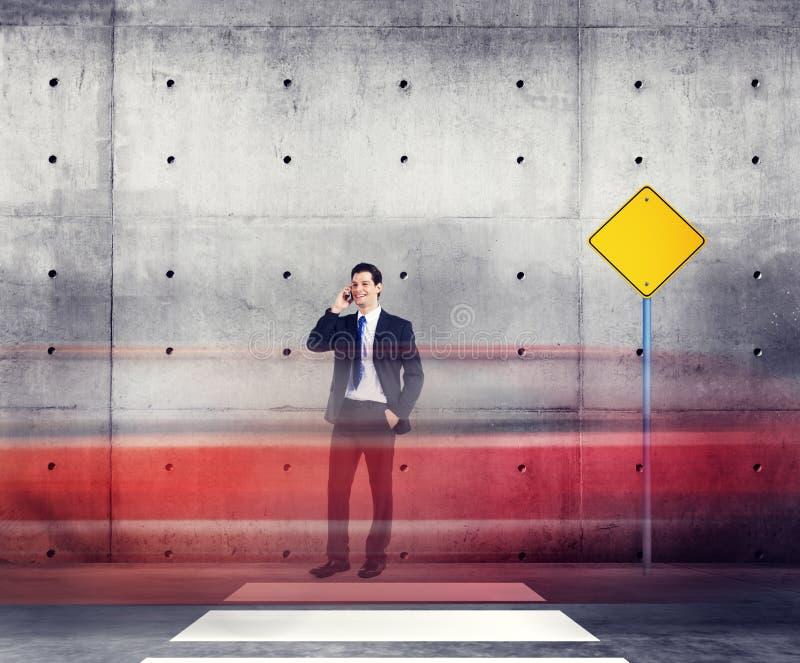 Biznesmen Opowiada ruchu drogowego czerwonego światła ruchu pojęcie zdjęcie stock