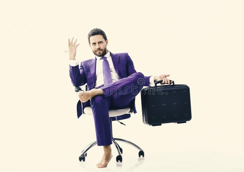 Biznesmen opuszcza jego biuro po dymisi Biznesowy i upadłościowy pojęcie Mężczyzna w apartamencie lub biznesmen obraz royalty free