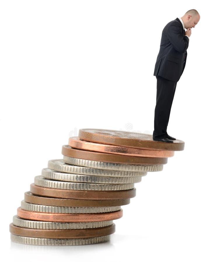 Biznesmen patrzeje nad fiskalną falezą obrazy royalty free