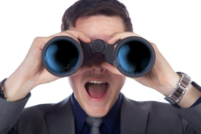 Biznesmen patrzeje przez lornetek obraz stock