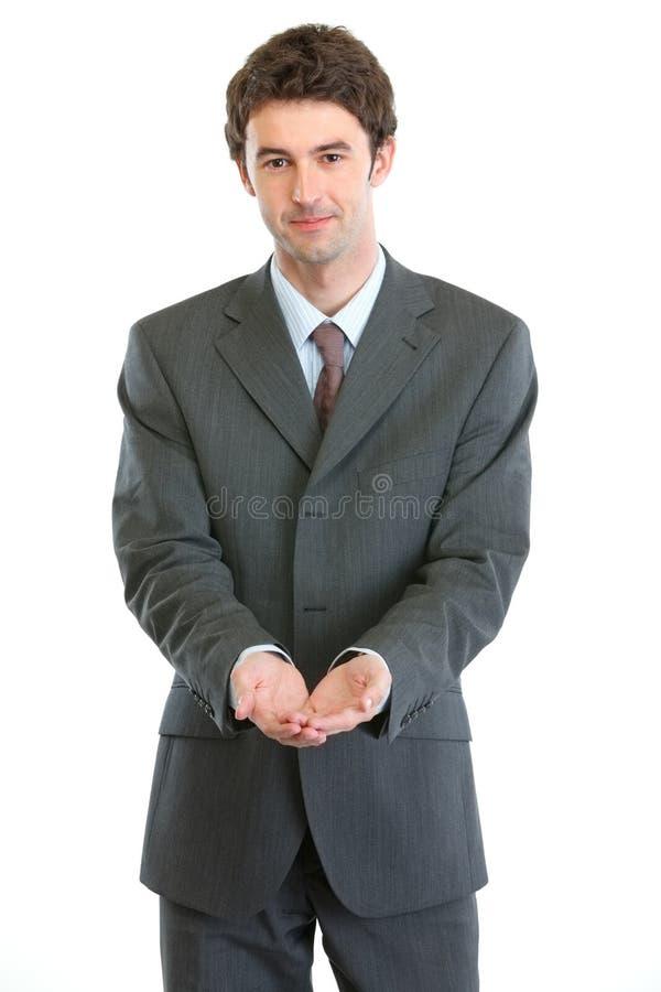Biznesmen pokazywać palmę na otwartych palmach zdjęcie stock