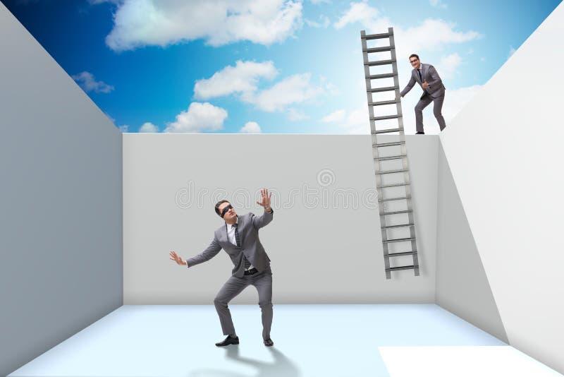 Biznesmen pomaga jego opaska kolegi zdjęcia stock
