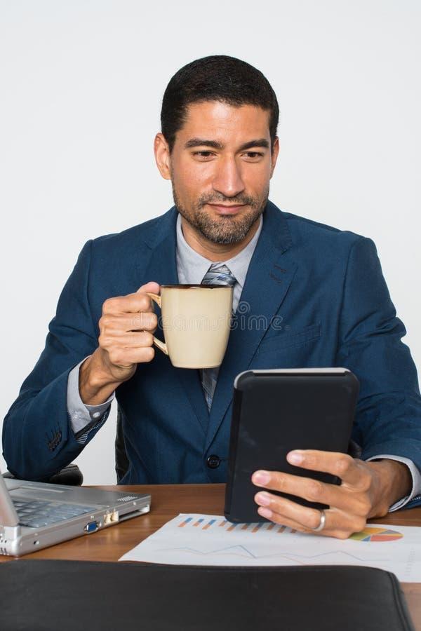 Biznesmen przy biurem zdjęcia stock