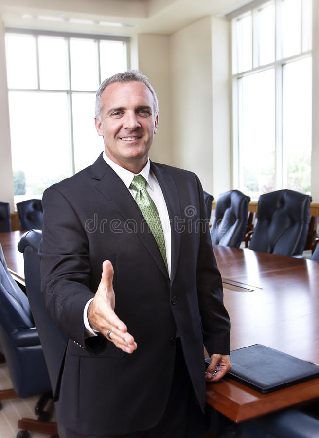 Biznesmen przygotowywający trząść ręki zdjęcie royalty free