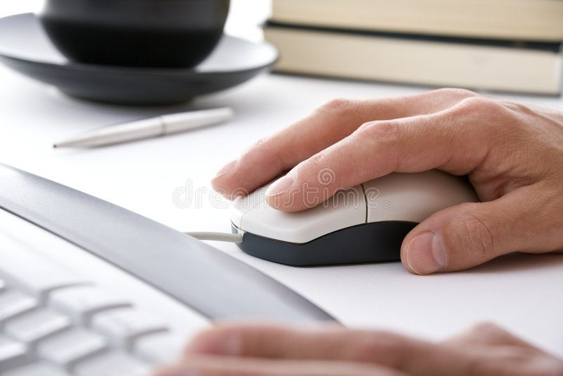 biznesmen ręce myszy komputerowy urzędu fotografia stock