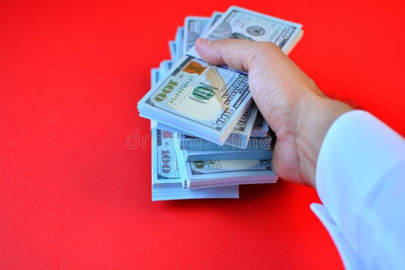 Biznesmen ręka daje paczkom dolary obraz royalty free
