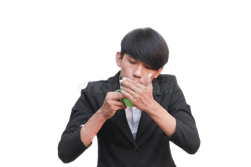 Biznesmen ręki chwyt wysyła filiżankę na białym tle zdjęcia stock