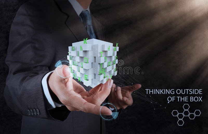 Biznesmen ręki przedstawienia formułują główkowanie na zewnątrz pudełka zdjęcia royalty free