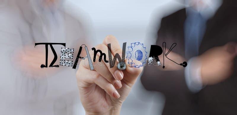 Biznesmen ręki rysunku projekta graficzny słowo praca zespołowa obraz stock