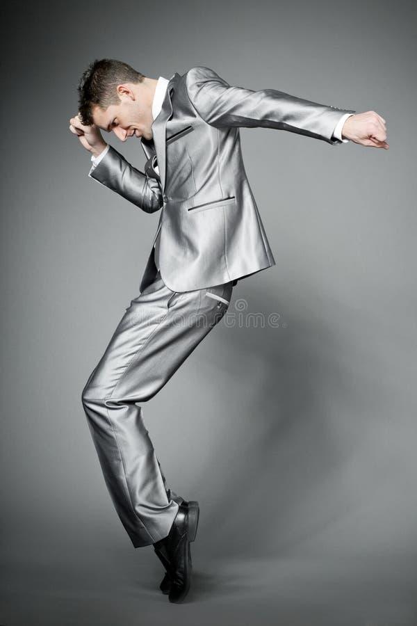 biznesmen target3636_1_ szarość eleganckiego kostium zdjęcie stock