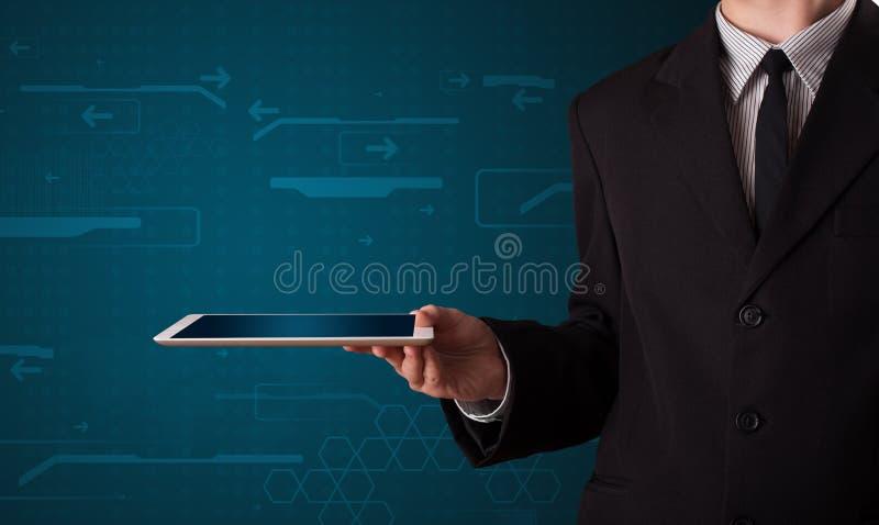 Download Biznesmen Trzyma Białą Nowożytną Pastylkę Z Rozmytymi Apps Ilustracji - Ilustracja złożonej z mienie, samiec: 53776569
