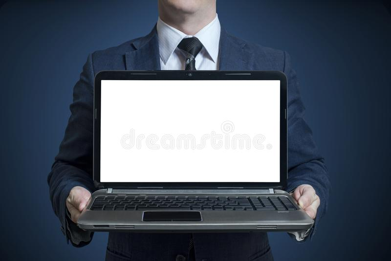 Biznesmen trzyma otwartego notatnika laptop fotografia royalty free