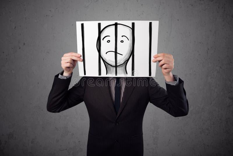 Biznesmen trzyma papier z więźniem za barami dalej ja obraz stock