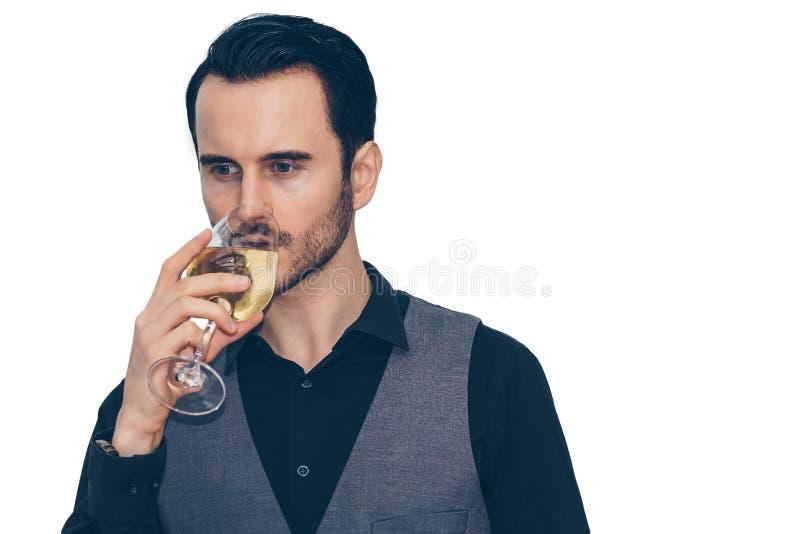 Biznesmen trzyma szkło wino i pije z niektóre obrazy stock