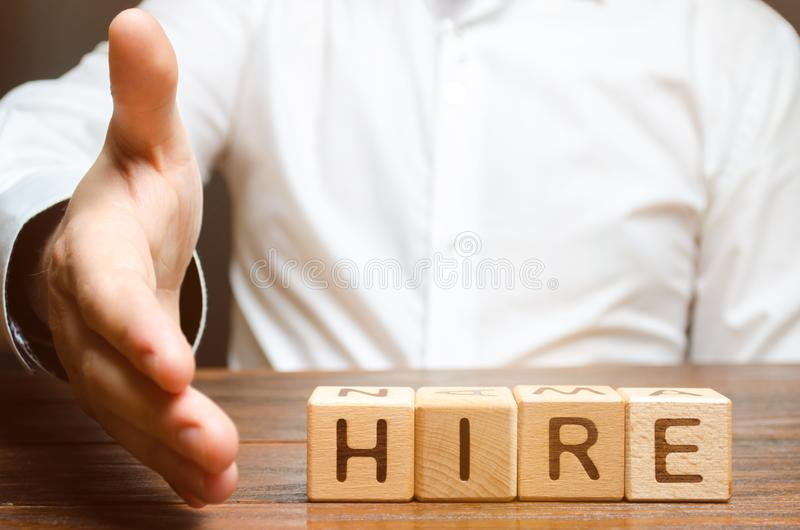 Biznesmen trzyma za jego ręce trząść ręki i ono zgadzać się zatrudniać przeciw tłu słowa dzierżawienie Rekrutacyjny pojęcie fotografia stock