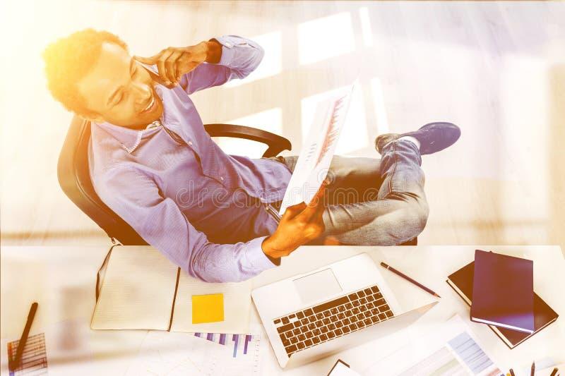 Biznesmen w biurowym tonowaniu obraz stock