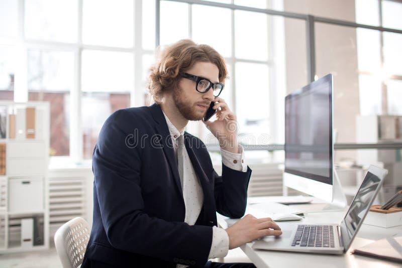 Biznesmen w biurze obraz royalty free
