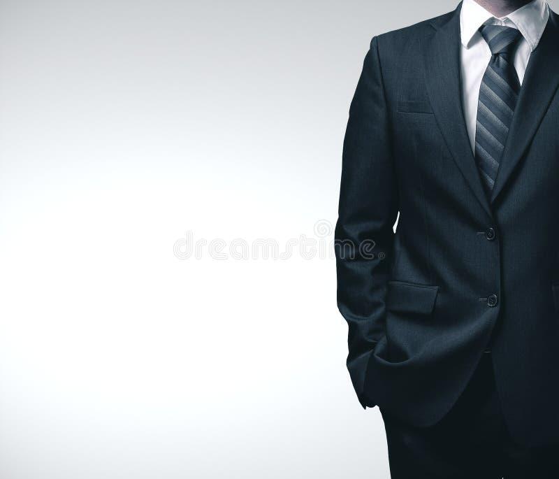 Biznesmen w czarnym garniturze obraz royalty free