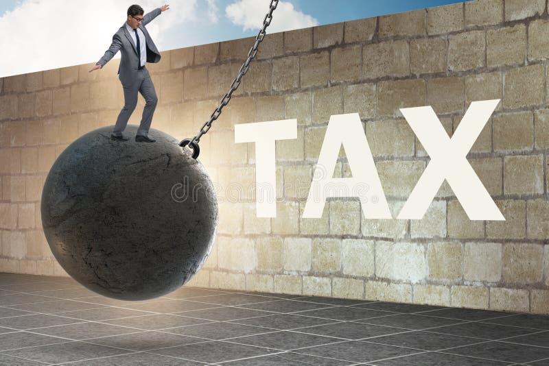 Biznesmen w zwrot podatku uległości pojęciu zdjęcie royalty free