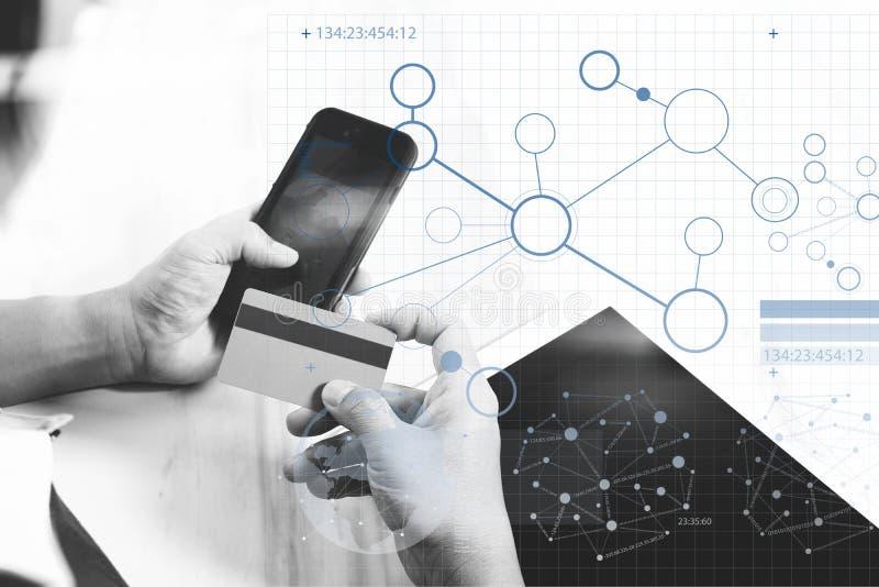 Biznesmen wręcza mieniu plastikową kredytową kartę i używać cyfrowych ilustracji