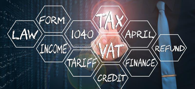 Biznesmen wskazuje palec na wirtualnego ekranu i macania słowa podatku royalty ilustracja