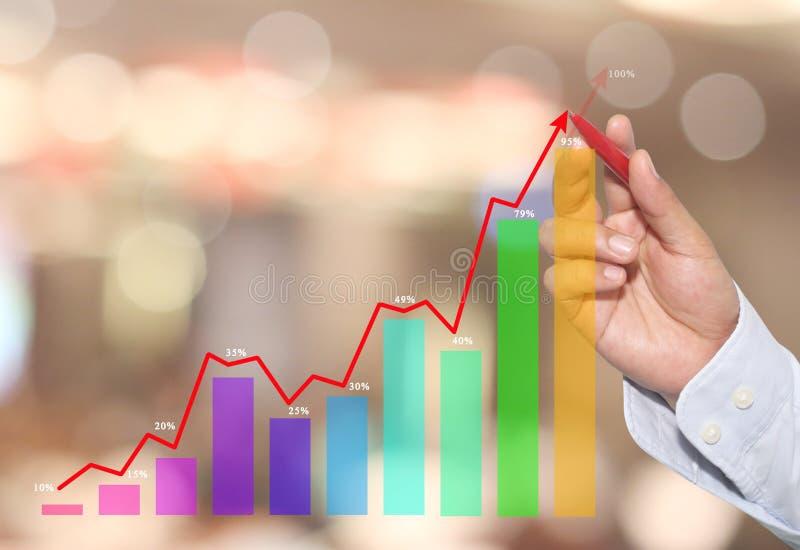 Biznesmen wskazywać w szczycie Biznesowy wykres na abstrakcjonistycznej plamie obrazy stock