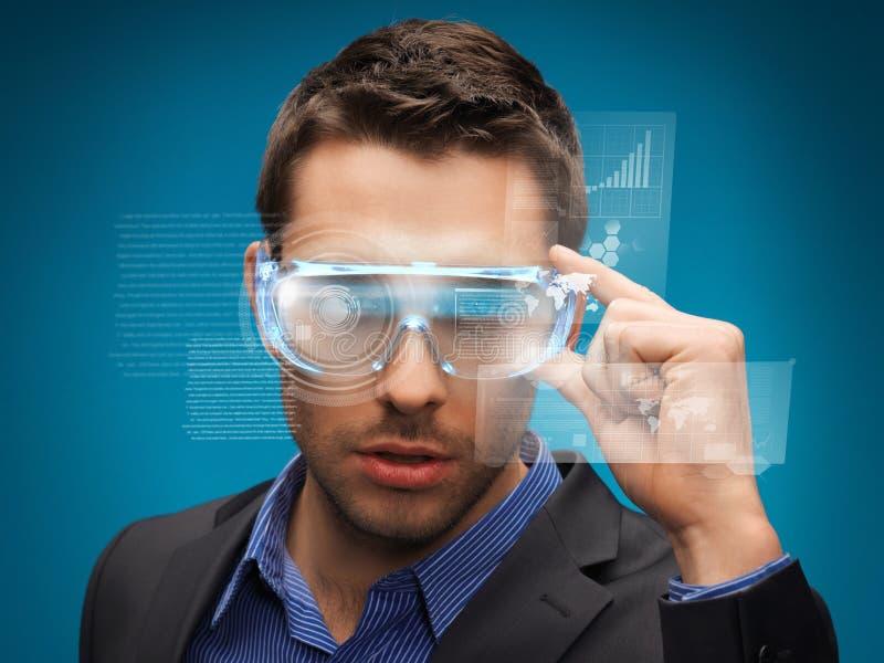 Biznesmen z cyfrowymi szkłami zdjęcie royalty free
