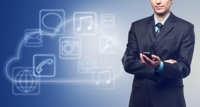 Biznesmen z dotyka parawanowym telefonem i chmurą z applicati zdjęcie royalty free