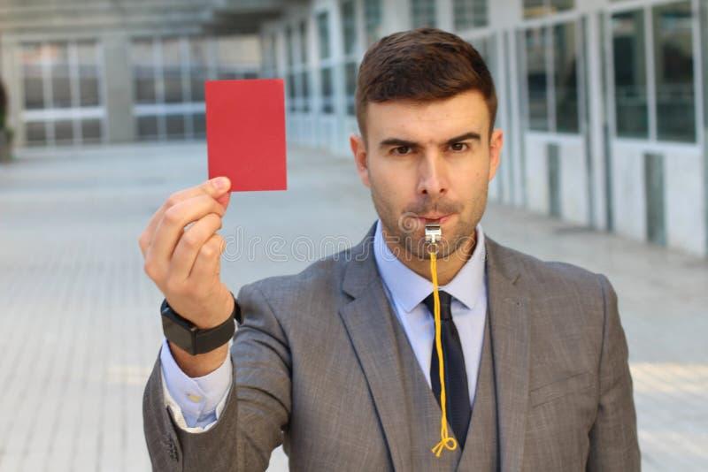 Biznesmen z gwizd i czerwoną kartką zdjęcie stock