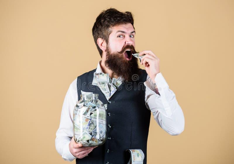 Biznesmen z jego dolarowymi oszcz?dzaniami Bogactwo i wellbeing Ochrony i got?wki pieni?dze oszcz?dzania bankowo?ci poj?cie wr?cz obraz royalty free