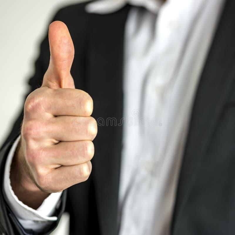 Biznesmen z kciukiem up obraz stock
