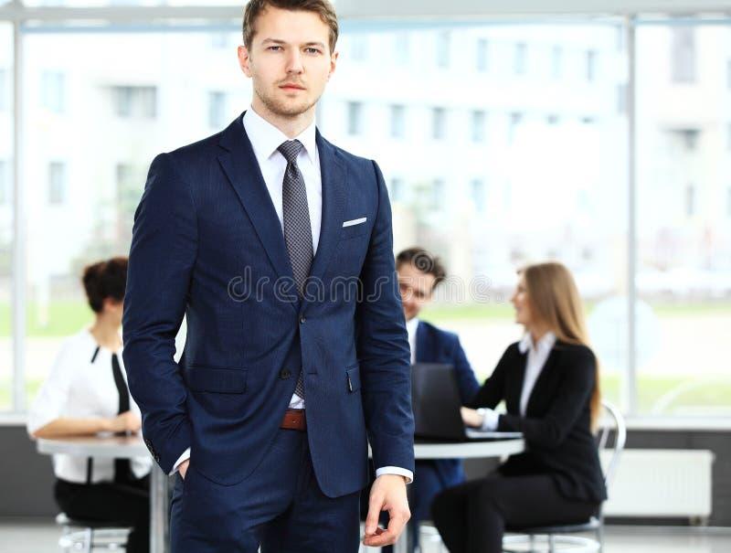 Biznesmen z kolegami obrazy stock