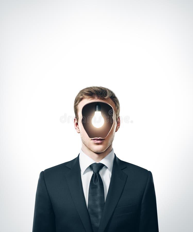 Biznesmen z lampy inside głową zdjęcia stock