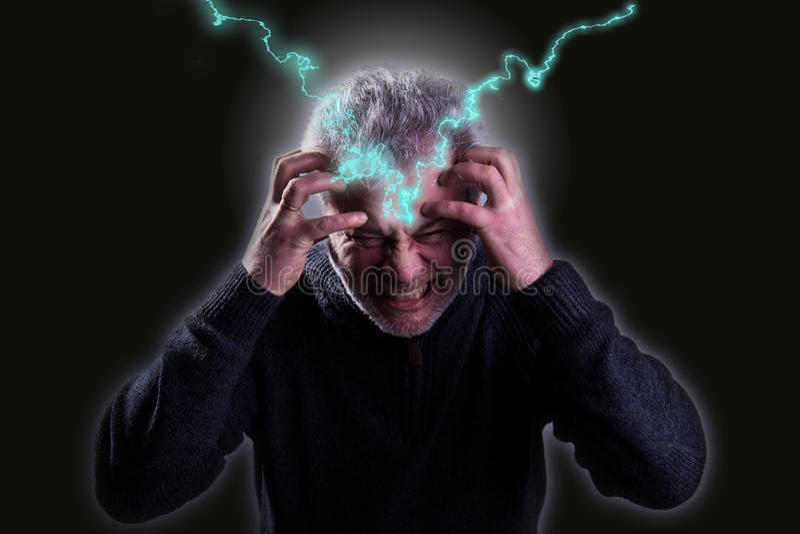 Biznesmen z migreną lubi błyskawicy zdjęcia stock
