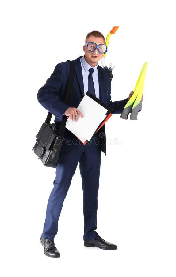 Biznesmen z nurkowym wyposażeniem, teczką i dokumentami na białym tle, obraz royalty free