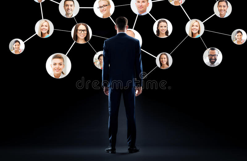 Biznesmen z wirtualną siecią korporacyjną obrazy stock