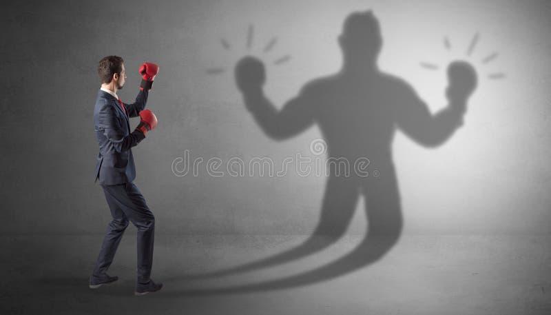Biznesmena bój z jego nieuzbrojonym cieniem zdjęcia stock