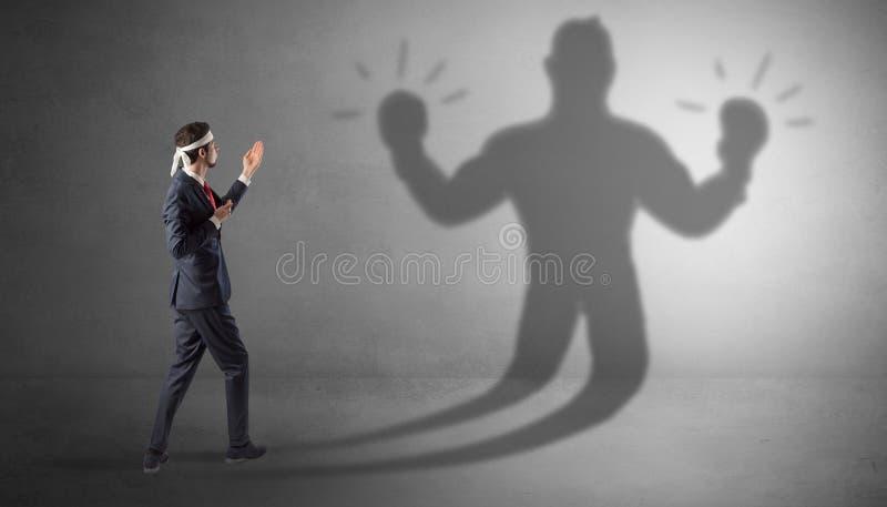 Biznesmena bój z jego nieuzbrojonym cieniem zdjęcie stock