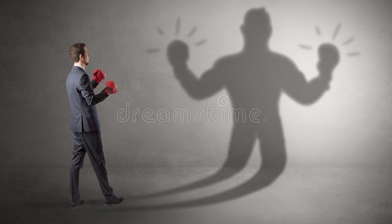 Biznesmena bój z jego nieuzbrojonym cieniem fotografia stock