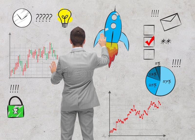 Biznesmena biznesu wzruszający doodles nad ścianą fotografia stock