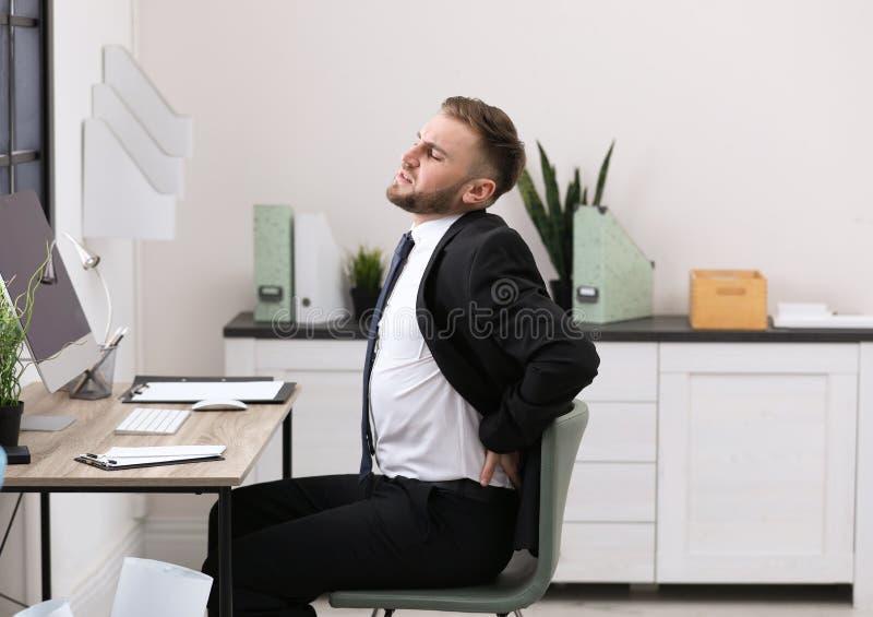 Biznesmena cierpienie od bólu pleców obrazy royalty free