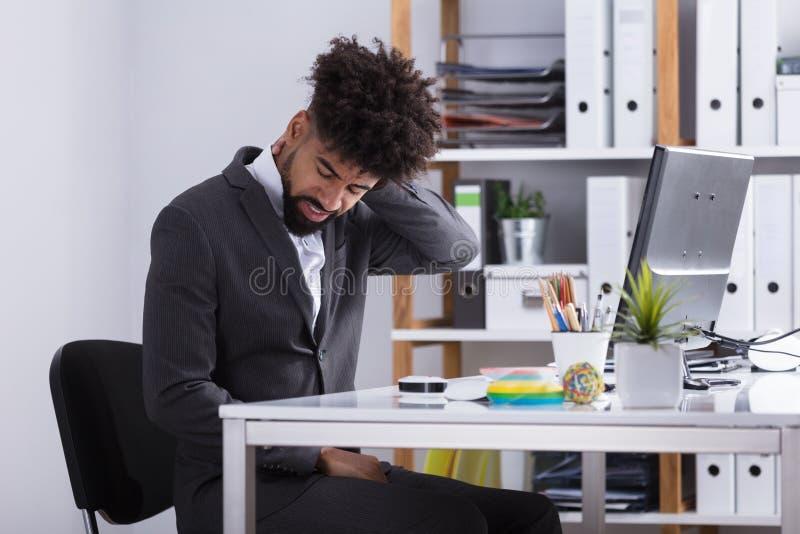 Biznesmena cierpienie od szyja bólu zdjęcie royalty free