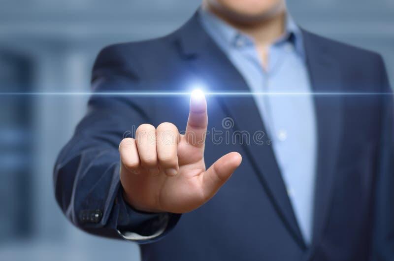 biznesmena guzika odciskanie Innowaci technologii interneta biznesu pojęcie Przestrzeń dla teksta zdjęcia royalty free