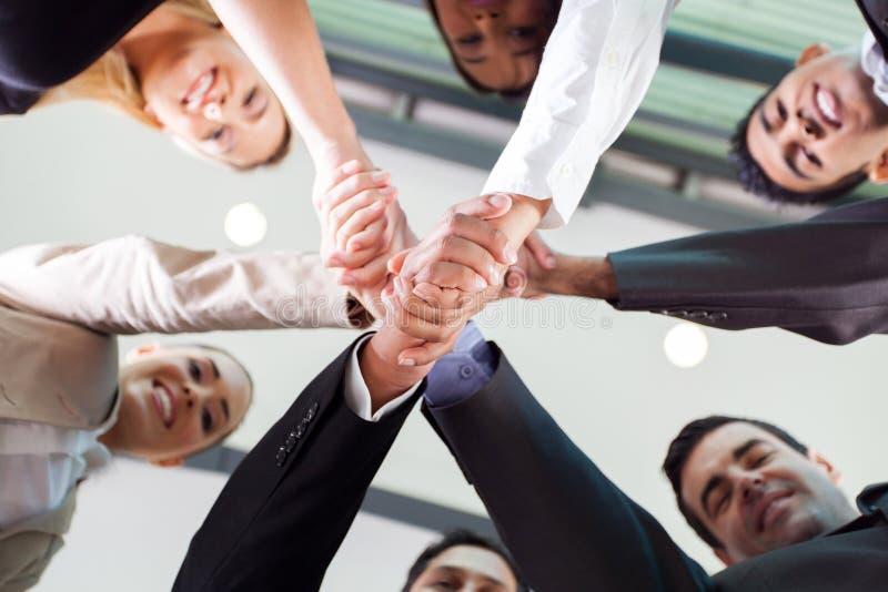 Biznesmena handshaking zdjęcie royalty free