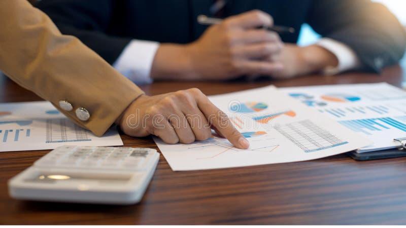 biznesmena i bizneswomanu pracy spotkanie i konsultuje fotografia stock