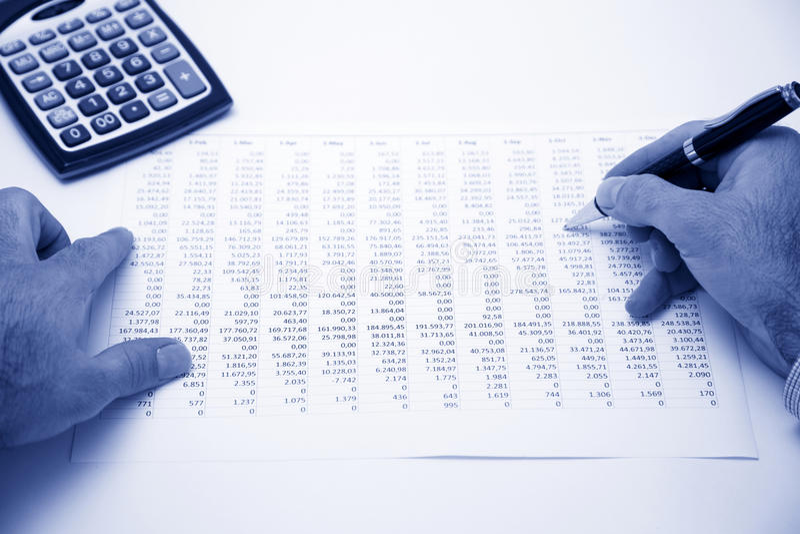 Biznesmena kalkulatorski koszt zdjęcia stock