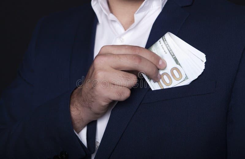 Biznesmena kieszeniowy pieniądze w jego kieszeni obrazy royalty free