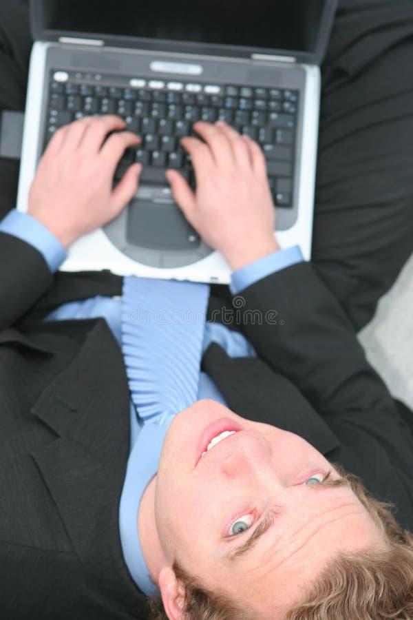 biznesmena laptopu działanie obrazy stock
